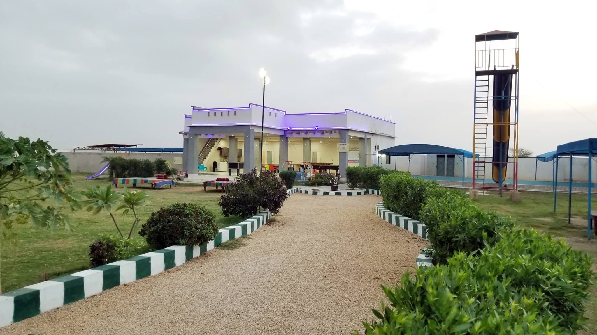 PLOTS & LAND Farm Houses on installments Super Highway Karachi